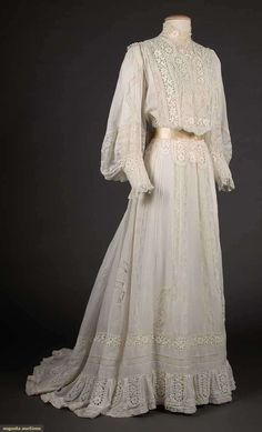 Twp white tea gowns, 1900 – both white cotton lawn w/ elaborate Val. Lace … Twp white tea gowns, 1900 – both white cotton lawn w/ elaborate Val. Lace inserts & high neck collars: 1 w/ mono-bosom & full sleeves, B W L (many mends, stains & tears) fair; Vestidos Vintage, Vintage Gowns, Mode Vintage, Vintage Outfits, Vintage Bridal, Dress Vintage, 1900s Fashion, Edwardian Fashion, Vintage Fashion