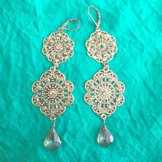 Beautiful dangle earrings Great condition, only worn a couple times Jewelry Earrings