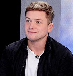 Taron Egerton stops by the WSJ Cafe to chat about his movie Eddie the Eagle (23/02/2016)