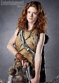 Ygritte (Rose Leslie) in Game of Thrones Season 2 Related Post Pin for Later: The 5 Most Shocking Moments From th. Game of Thrones cast back in 2009 45 Best Game of Thrones Outfits-Game of Thrones. It's Always Fun to See the Game of Thrones Cas. Rose Leslie, Dessin Game Of Thrones, Arte Game Of Thrones, Game Of Thrones Weapons, Game Of Thrones Cosplay, Game Thrones, Serie Got, Film Serie, John Snow