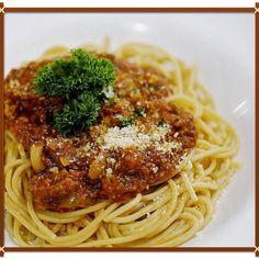 Spaghetti meat sauce  Choiches from our pasta menu  80 K  Call 0361 - 732 130 for make a reservation.  Address :jalan raya seminyak banjar seminyak kuta.  #madeswarung #warungmade #pasta #spaghetti #spaghettimeatsauce #bestfood #breakfast #lunch #dinner #warung #restaurant #bali ##ilovebali #holidayinbali #whatsonbali #balitrip #balitour #italianfood #westernfood #deliciousfood #