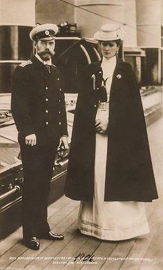 Tsar Nicholas II & Alexandra Feodorovna Romanov of Russia Tsar Nicolas, Tsar Nicholas Ii, La Familia Romanov, Grand Duchess Olga, House Of Romanov, Alexandra Feodorovna, Russian Literature, Rasputin, Imperial Russia