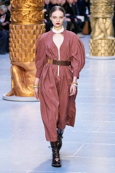 Chloé Fall 2020 Ready-to-Wear Collection - Vogue 2020 Fashion Trends, Fashion Week, Fashion 2020, Look Fashion, Daily Fashion, Street Fashion, Chloe, Latest Tops, Fashion Show Collection