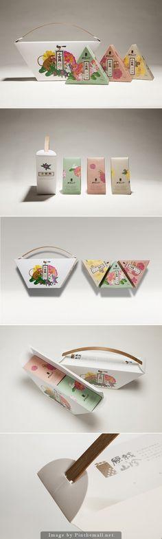 #Snack Seeker Mushroom Shortbread #packaging by Hozhang Branding Design Corp - http://www.packagingoftheworld.com/2014/10/snack-seeker-mushroom-shortbread.html - created via http://pinthemall.net