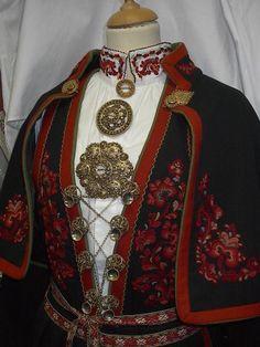 Kviteseidbyen.no Folk Costume, Costumes, Finger Weaving, Folk Clothing, Folklore, Traditional Outfits, Pakistani, Norway, Celtic