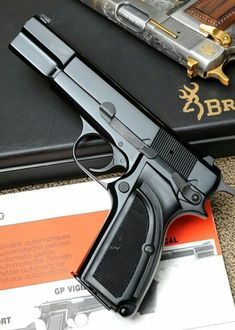 Browning Hi-Power - almost exactly what I had as my first (semi-automatic) carry pistol. Weapons Guns, Guns And Ammo, Browning, 9mm Pistol, Revolvers, Fire Powers, Military Guns, Cool Guns, Plein Air