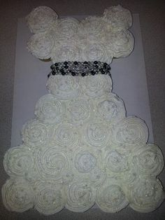 Bridal shower cupcake cake: making these for a girl at work!