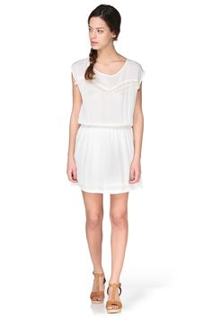 Robe blanche dos ajouré Carole By Monshowroom sur MonShowroom.com