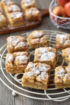 Gedeckter Apfelkuchen – Rezept – Special Recipes For Easter Apple Pie Recipes, Sweet Recipes, Baking Recipes, Dessert Simple, Healthy Dessert Recipes, Easy Desserts, Desserts Sains, Polish Desserts, Homemade Applesauce