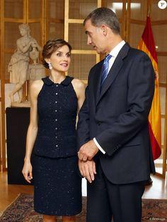 Le roi Felipe VI et la reine Letizia d'Espagne, superbe dans un ensemble Nina Ricci, lors d'une réception à l'ambassade d'Espagne à Washington dans le cadre de leur visite officielle aux Etats-Unis, le 15 septembre 2015.