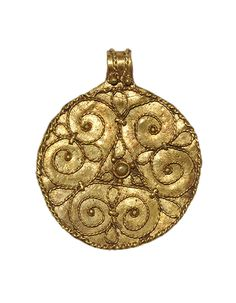 VIKING GOLD PENDANT WITH TRISKELE c. A discoid pendant with integral suspension loop; filigree decoration of radiating volute scrolls with granule finials central granule with a collar; filigree and granules to the loop. Viking Jewelry, Ancient Jewelry, Antique Jewelry, Ancient Vikings, Norse Vikings, Viking Garb, Viking Ship, Medieval Art, Ancient Artifacts