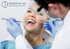 Mantener una correcta higiene bucal es muy importante para evitar el desarrollo de placa bacteriana. La placa bacteriana y el sarro pueden producir inflamación gingival que sin tratarse, puede llegar a ocasionar problemas de mayor índole. En clpadros queremos ayudarte a mantener una sonrisa sana y bonita. ¡Visitanos y quedarás satisfecho! Descubre más sobre el tratamiento de las enfermedades de las encías aquí: https://clpadros.es/tratamientos/gingivitis-periodontitis-perioscan/