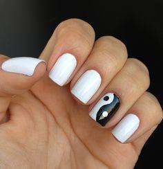 Desafio das 31 unhas: 7 Unhas Preto e Branco - Pétala Branca Colorama + Preto Impala | Flickr – Compartilhamento de fotos!