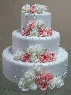 Dort marcipánový * svatební - zdobený krásnými růžemi.