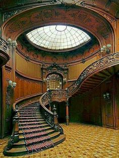 What a magnificent staircase!!! Bebe'CTBelle!!! This is amazing worksmanship on the staircase!!!
