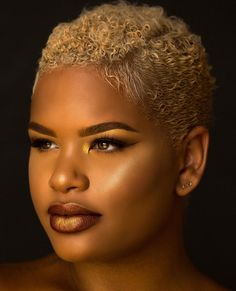 Been in love with short hair 😍 Short Natural Styles, Short Natural Haircuts, Natural Hair Cuts, Short Styles, Short Sassy Hair, Short Curls, Short Hair Cuts, Twa Haircuts, Twa Hairstyles