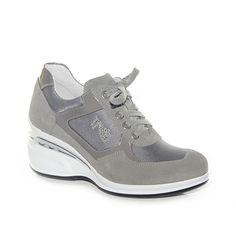 Sneakers con zeppa media in camoscio e tessuto antracite.