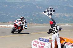 El Pikes Peak International Hill Climb, American Honda, albergó competencias para vehículos de dos y cuatro ruedas, dentro de las cuales Jeff Tigert obtuvo la victoria en la división de motocicletas de peso pesado mientras lograba el tiempo más rápido entre todos los participantes.