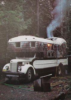 School bus with personality motorhome Mini Camper, Off Road Camper, Bus Camper, Glamping, Kombi Home, Cool Campers, Rv Campers, Happy Campers, Winter Cabin