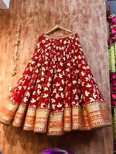Indian Bridal Lehenga, Indian Bridal Outfits, Indian Bridal Fashion, Indian Designer Outfits, Half Saree Lehenga, Lehnga Dress, Choli Designs, Lehenga Designs, Rajasthani Dress