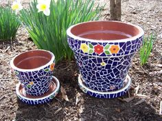 Idea Of Making Plant Pots At Home // Flower Pots From Cement Marbles // Home Decoration Ideas – Top Soop Stained Glass Art, Mosaic Glass, Mosaic Tiles, Pebble Mosaic, Mosaic Planters, Mosaic Flower Pots, Planter Pots, Mosaic Crafts, Mosaic Projects