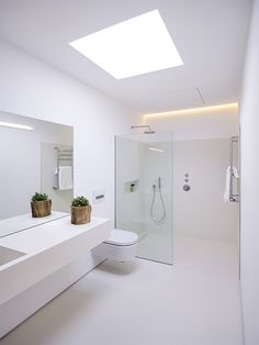 Unique Home Decor .Unique Home Decor Bathroom Design Luxury, Modern Bathroom Design, Bathroom Layout, Minimalist Bathroom Design, Modern White Bathroom, White Bathrooms, Luxury Bathrooms, Master Bathrooms, Dream Bathrooms