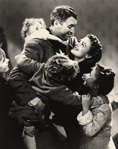 """James Stewart, Donna Reed, Carol Coombs, Karolyn Grimes y Jimmy Hawkins en """"¡Qué Bello es Vivir!"""" (It's a Wonderful Life), 1946"""