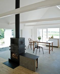 This contemporary farmhouse interior design is somewhat surprising, but still suits its surroundings to a T. This Swedish home was styled on a barn Farmhouse Remodel, Farmhouse Interior, Interior And Exterior, Swedish Farmhouse, Farmhouse Contemporary, Color Interior, Farmhouse Design, Converted Barn, Swedish House
