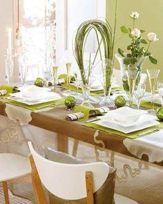 autodeko-hochzeit- weiße stühle und grüne dekoartikel