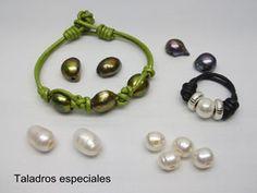 montajes con perlas y cueros