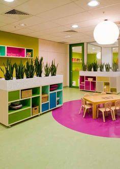 El mueble con macetas puede servir para separar ambientes