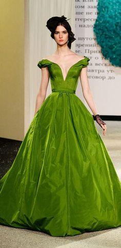 Ulyana Sergeenko Haute Couture Spring 2013 green dress #runway #style #fashion