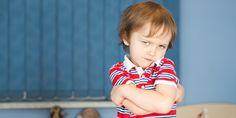 Říká se, že první vzdorovité období nastává u dětí již kolem druhého roku věku (u někoho ovšem ještě dříve) a přetrvává… no klidně až do pozdních tří. Snad vám ho tímto článkem alespoň trochu ulehčíme.