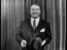 Red Skelton - Introduction + Stand-up and pantomine comedy ( 9 March 1965 ) Red Skelton, Physical Comedy, Kids Laughing, Old Music, Classic Tv, Stand Up, Make You Smile, Comedians, Laughter
