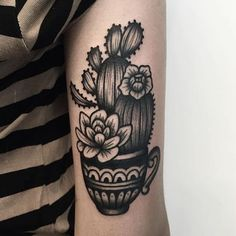 10 Clean Blackwork Cactus Tattoos Cactus tattoos are cool and look even better in nothing but black ink. Pretty Tattoos, Cute Tattoos, Beautiful Tattoos, Leg Tattoos, Black Tattoos, Body Art Tattoos, Sleeve Tattoos, Blackwork, Coeur Tattoo
