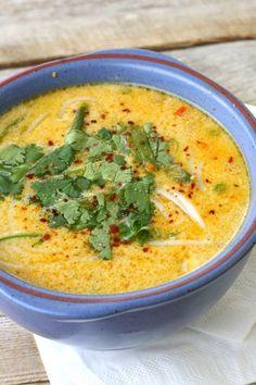 Denne thaiinspirerte suppa er en av dei beste eg har smakt. Den var med i menyen og oppskrift. Tom Kha Soup, Soup And Sandwich, Ibs, Curry, Food Porn, Paleo, Food And Drink, Snacks, Dishes
