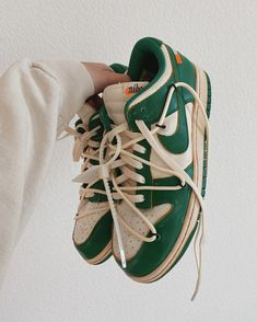 Dr Shoes, Swag Shoes, Hype Shoes, Me Too Shoes, Shoes Sneakers, Green Sneakers, Sneakers Fashion, Fashion Shoes, Tomboy Fashion