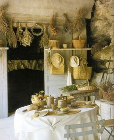 Totally doing this next year when I dry my herbs. I want a kitchen with herbs drying overhead.