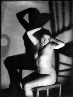 Alice Prin, Kiki de Montparnasse, photo by Man Ray - 1920 Man Ray Photography, Nude Photography, Vintage Photography, Photography Portraits, Alexander Calder, Famous Photographers, Portrait Photographers, Kiki De Montparnasse, Francis Picabia