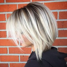 60 Beautiful and Convenient Medium Bob Hairstyles Abgehackter Platinum Bob Choppy Bob Hairstyles, Bob Hairstyles For Fine Hair, Bob Haircuts, Middle Hairstyles, Hairstyle Short, Hairstyle Ideas, Long Choppy Bobs, Short Bobs, Medium Hair Styles