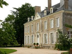 French Chateau for sale in 53 - Mayenne , Western Loire France. This lovely Classical Château is situated in a very pleasant area in the upper Anjou region, a few kilometres from a pretty historic town with all amenities. The property offers 600 m2 of living space -  1.1 Million - Set in attractive, well planted grounds of 13 ha with pond, meadows, woods and outbuildings...
