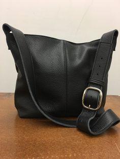 e9d1303f09484 Leder Umhängetasche - schwarz Leder Tasche - Ledertasche mit Top-Stich  Detail - Frauen handgefertigte Handtaschen
