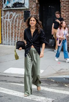 Street Style - New York Fashion Week September 2019 - Day 6 Leandra Medine, Day To Night Outfits, Summer Outfits, Business Outfit Frau, Business Outfits, Look Fashion, Fashion Outfits, French Chic Fashion, Fashion Weeks