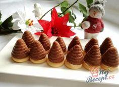 Nejlepší recepty na vosí hnízda a včelí úlky | NejRecept.cz Christmas Goodies, Christmas Baking, Mini Cupcakes, Holidays And Events, Muffins, Waffles, Pudding, Sweets, Cookies
