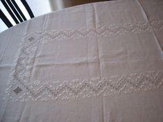 tovaglia da tavola bianca ricamata ton sur ton a punto antico su lino siena dei f.lli Graziano   Flickr - Photo Sharing!