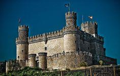 El Castillo nuevo de Manzanares el Real, conocido también como Castillo de los Mendoza, es un palacio-fortaleza erguido en el siglo XV en el municipio de Manzanares el Real, junto al embalse de Santillana y al pie de la Sierra de Guadarrama