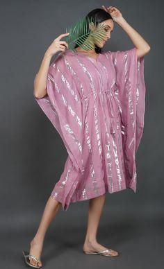Stylish Dress Designs, Stylish Dresses, Indian Designer Outfits, Designer Dresses, Kaftan Designs, Lehenga Designs, Short Kaftan Dress, Dress Indian Style, Indian Wear
