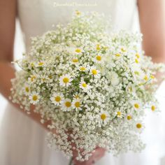 Summer gyps and daisy #wedding bouquet by #bloomboxflowers. Fresh