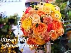 ~オレンジティアドロップブーケ~ ウェディングブーケは『シトロンリーフ』にお任せください! あなたに合わせた世界に一つだけのウェディングブーケをお作りします。   ☆ウェディングブーケは¥5000~☆   #ウェディングブーケ#ブライダルブーケ#オレンジ#バラ#ラナンキュラス#マトリカリア#スカビオサ#ワイヤープランツ#ティアドロップ