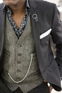 Aesthetic Compass of a Gentleman Rogue. Polka dot button down and tweed vest and blazer. I love the layers